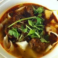 Foto tomada en Xi'an Famous Foods por Kendra Y. el 9/22/2013