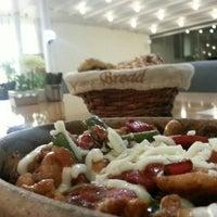 รูปภาพถ่ายที่ Marbella Restaurant & Bistro โดย Murathan A. เมื่อ 7/24/2013