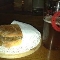 Photo prise au Harvest Pub par Sara T. le10/26/2012