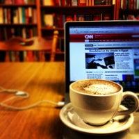 Photo prise au Politics & Prose Bookstore par Farid M B. le7/6/2013