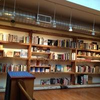 Foto tirada no(a) BookCourt por JonathanT2 em 2/5/2013