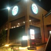 Foto tomada en Starbucks por Andii G. el 12/19/2012