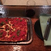 Foto tirada no(a) Descendant Detroit Style Pizza por Cameron D. em 12/5/2016