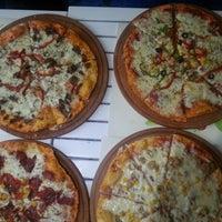 3/10/2014 tarihinde Mn Tknr Pktşziyaretçi tarafından Pizzacı Altan'de çekilen fotoğraf