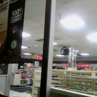 Foto tomada en 7-Eleven por Ryan W. el 9/24/2012