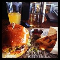 Foto diambil di SmithHouse - BBQ, Burgers, Brews oleh Carissa H. pada 1/5/2013