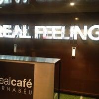 Foto tomada en Real Café Bernabéu por Angela V. el 4/8/2013