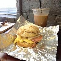 Foto tirada no(a) Coffee, Lunch. por Stefanie S. em 10/7/2013