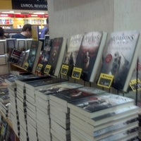 Foto tirada no(a) Saraiva MegaStore por Felipe Y. em 10/26/2012