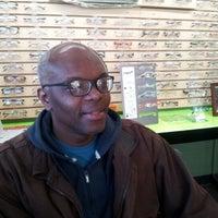 12/13/2012 tarihinde Kerwin M.ziyaretçi tarafından Smith's Opticians'de çekilen fotoğraf