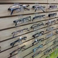 Foto diambil di Smith's Opticians oleh Kerwin M. pada 11/28/2012