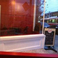 Das Foto wurde bei Burger Shoppe von Smashy am 10/17/2012 aufgenommen