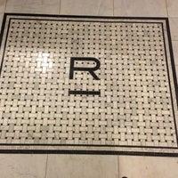 Foto scattata a Refinery Hotel da Shannon T. il 7/5/2013