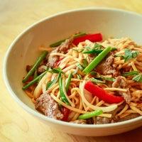 12/4/2014 tarihinde Shu Shu's Asian Cuisineziyaretçi tarafından Shu Shu's Asian Cuisine'de çekilen fotoğraf