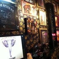 Photo prise au Elephant Tattoo & Piercing par Levent C. le10/18/2012