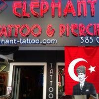 Photo prise au Elephant Tattoo & Piercing par Levent C. le5/19/2013