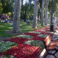 Das Foto wurde bei Gülhane Parkı von Elif Sılay B. am 6/26/2013 aufgenommen