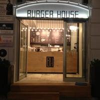 รูปภาพถ่ายที่ Burger House โดย Oggybg เมื่อ 7/18/2013