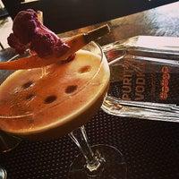 Foto tirada no(a) Harlow's Fine Cuisine and Crafted Cocktails por Anamaria O. em 10/18/2014