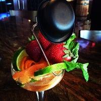 Foto tirada no(a) Harlow's Fine Cuisine and Crafted Cocktails por Anamaria O. em 7/22/2014