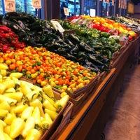 Foto scattata a Central Market da Tony R. il 11/25/2012