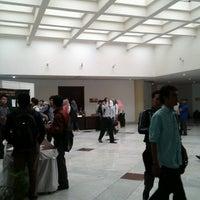 Foto diambil di The Tiara Hotel & Convention Center oleh deco P. pada 6/25/2013