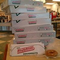 Das Foto wurde bei Krispy Kreme Doughnuts von Pete L. am 2/27/2013 aufgenommen