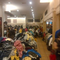 Photo prise au Rumah Mode Factory Outlet par Putri A. le11/16/2012