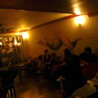 รูปภาพถ่ายที่ Beyoğlu Cafe โดย Can D. เมื่อ 11/10/2012