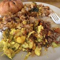 Foto tomada en La Casa Vegetariana por Yossimar R. el 10/31/2012