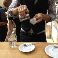 Foto tirada no(a) Intelligentsia Coffee & Tea por Houman P. em 10/29/2012