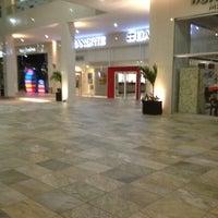 Foto tomada en Plaza Sol Luxury Hall & Business por Lauro E. el 2/14/2013