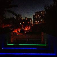 รูปภาพถ่ายที่ The Backyard โดย T. T. เมื่อ 2/17/2013