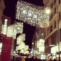 12/30/2012 tarihinde Vicky S.ziyaretçi tarafından Kärntner Straße'de çekilen fotoğraf