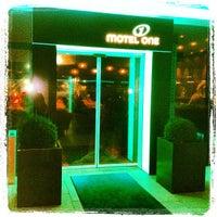 Foto diambil di Motel One oleh 4D OUTFITTERS Concept Store B. pada 1/27/2013