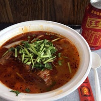 Foto scattata a Xi'an Famous Foods da T il 4/22/2016