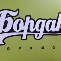 Foto scattata a BOARDak Boardshop da piN il 12/6/2012