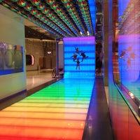 รูปภาพถ่ายที่ The Beatles LOVE (Cirque du Soleil) โดย Michael W. เมื่อ 12/18/2012