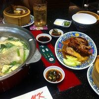 Снимок сделан в Mk Restaurants @ Tesco Lotus Nakronsawan пользователем Sninky M. 10/26/2013