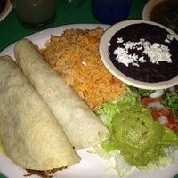 Foto tomada en Curra's Grill por Krissy M. el 7/27/2012