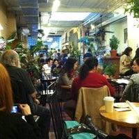 Foto scattata a Grounded da Jane R. il 11/5/2011