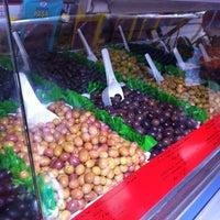 Photo prise au Wochenmarkt am Maybachufer par Kārlis L. le7/6/2012