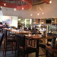 5/3/2012 tarihinde ji young k.ziyaretçi tarafından Plums Cafe and Catering'de çekilen fotoğraf