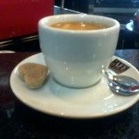 Foto tirada no(a) Café Com Leite por vitor z. em 8/17/2011