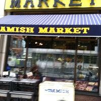 Photo prise au Amish Market Tribeca par Helen L. le8/19/2011