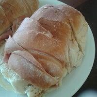 Foto tirada no(a) Panificadora Pão da Terra por Manoela M. em 1/21/2012