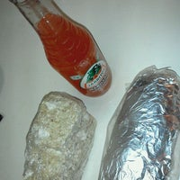 Foto tomada en Bandit Burrito por Mike C. el 1/13/2012