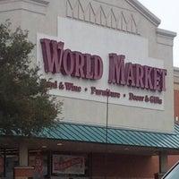 รูปภาพถ่ายที่ World Market โดย jennyc c. เมื่อ 12/16/2011