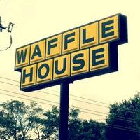 Das Foto wurde bei Waffle House von Renee D. am 12/27/2011 aufgenommen