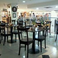 Foto tirada no(a) Saraiva MegaStore por Marcelo C. em 10/1/2011